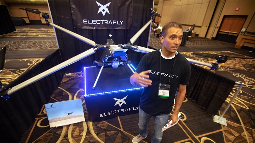 John Manning, inventor of the Electrafly personal aircraft, unveiled his first prototype at the InterDrone conference in Las Vegas, seeking investors to help continue development. Photo by Jim Moore.