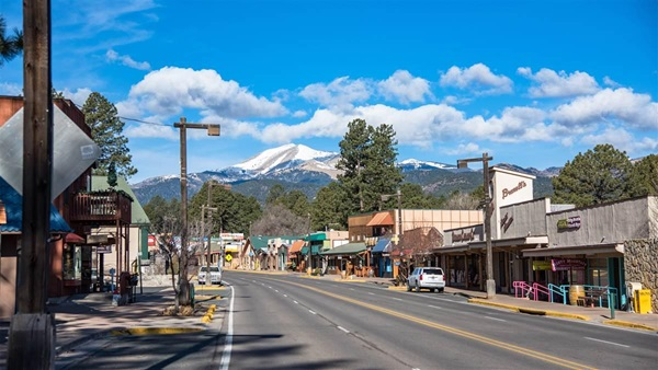 The retail scene is alive and well in Ruidoso. The snow-capped Sierra Blanca mountains are in the distance. Photo courtesy of Discover Ruidoso.