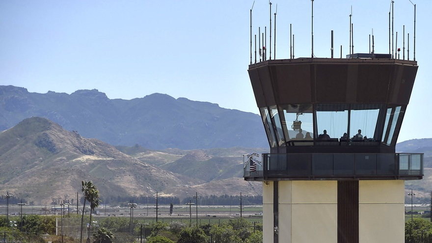 Air traffic control personnel work the general aviation tower at Camarillo, California, during a 2017 AOPA Fly-In. Photo by David Tulis.