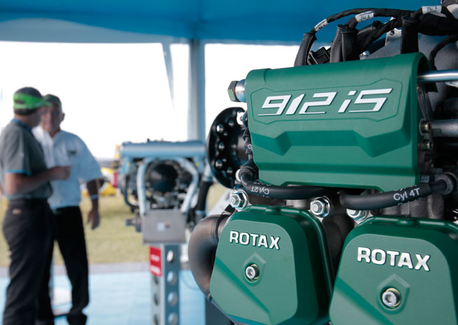The Rotax 912iS fuel-injected engine