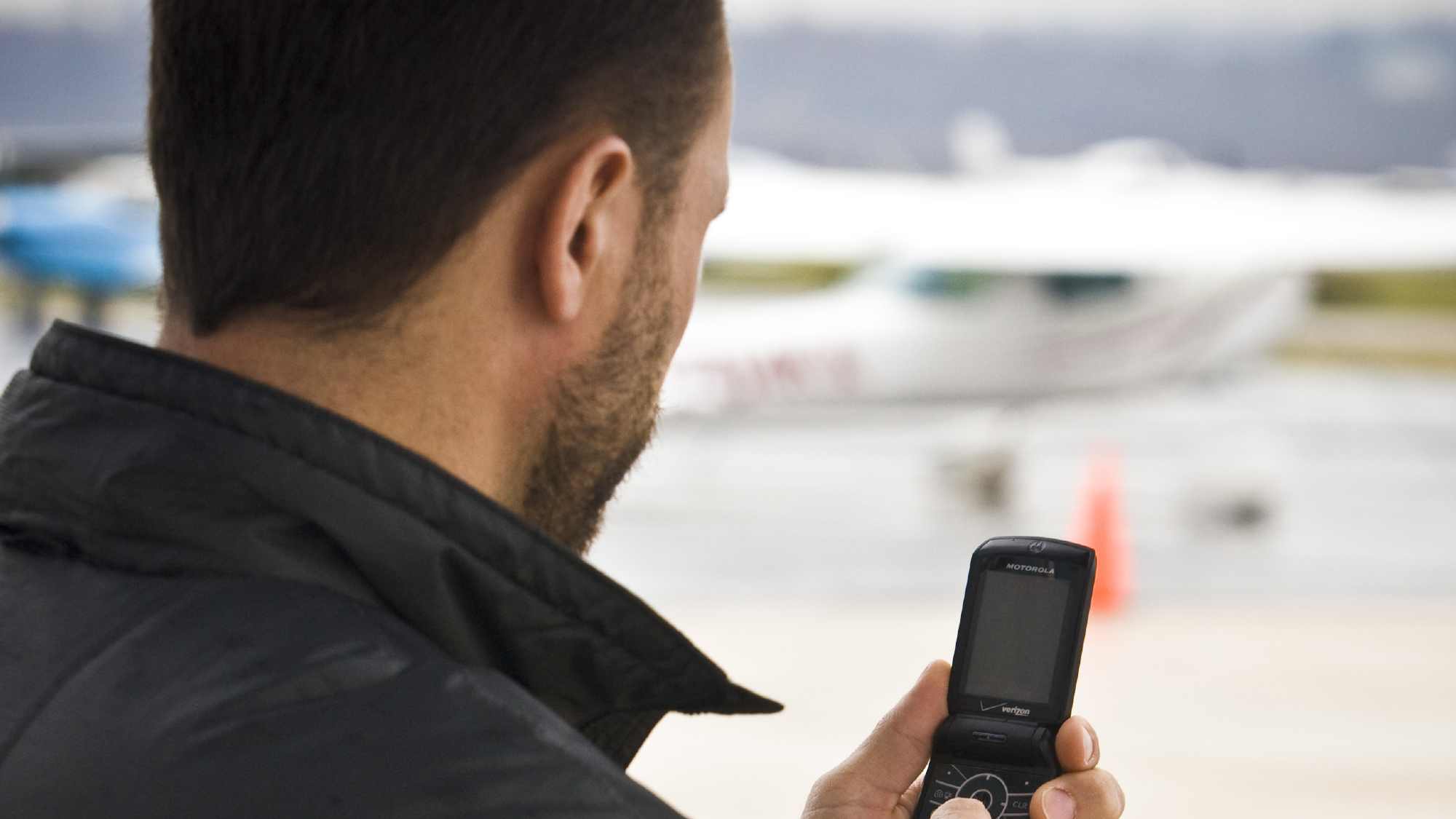 Flight service can send you a text message to help you remember to close your VFR flight plan.