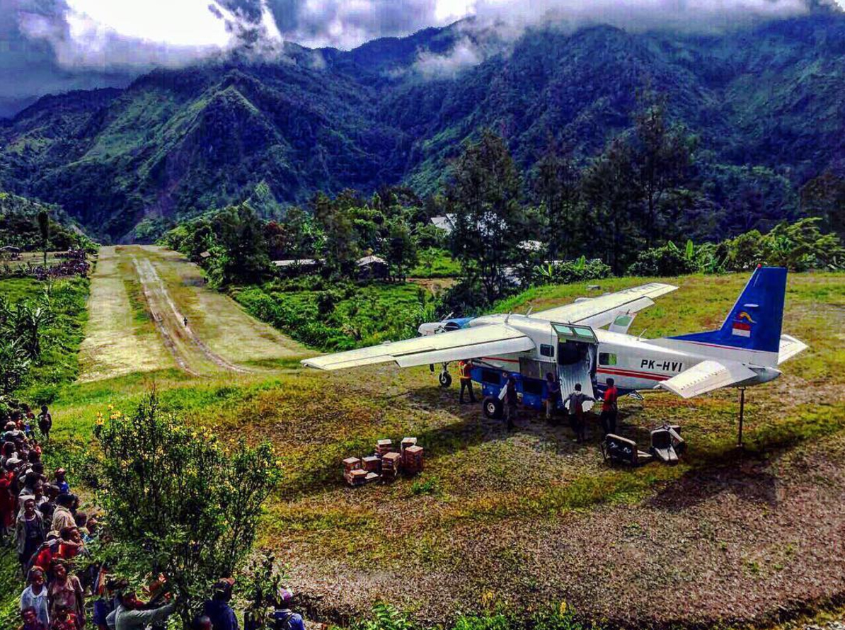 Papua New Guinea-based pilot Geordie Paton often flies into and out of steep, short landing strips nestled in the mountains but doesn't think his images are 'anything worth writing about.' Photo courtesy of @papua_pilot Geordie Paton.