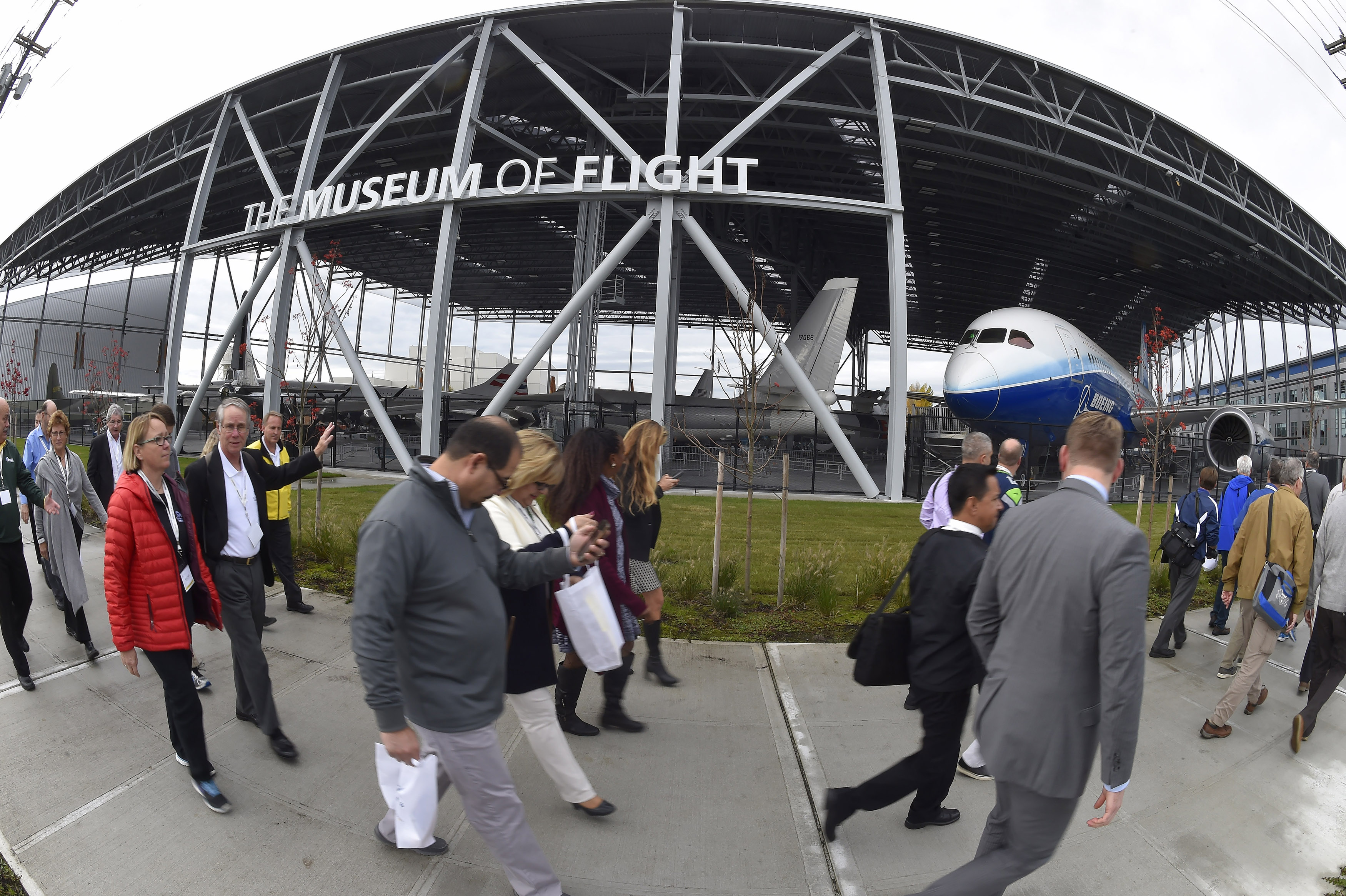 AOPA High School Symposium attendees take a short field trip past the Museum of Flight's new aviation pavilion to the adjacent Raisbeck Aviation High School in Seattle, Nov. 7. Photo by David Tulis.