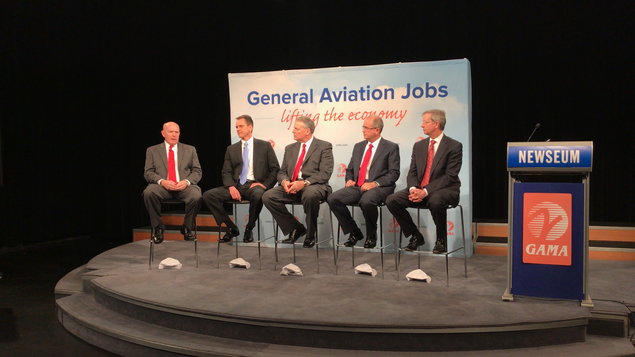 GAMA President and CEO Pete Bunce, center, was flanked by current, future, and past GAMA chairmen, including current Chairman Simon Caldecott, far left, the CEO of Piper Aircraft, as the group discussed the aviation market Feb. 22.