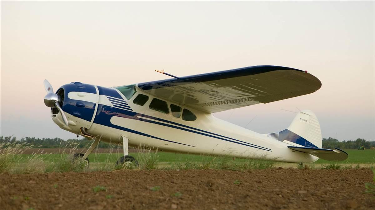 Cessna 195 photo by Mike Fizer.