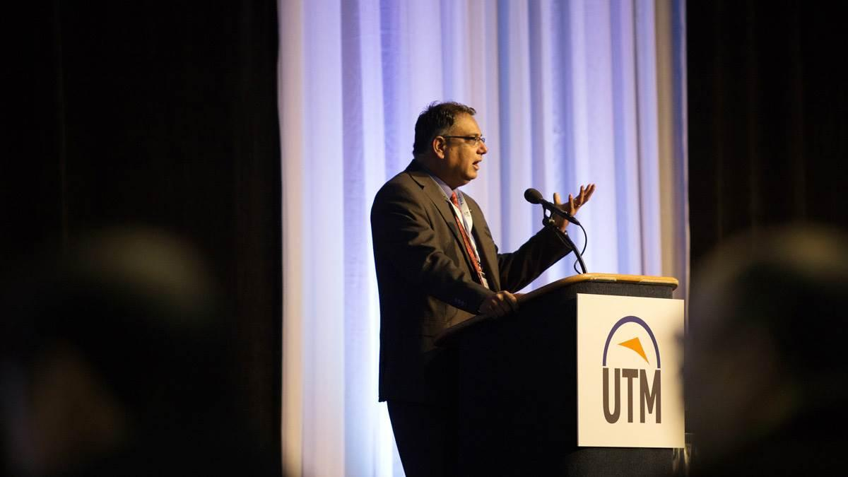 NASA UAS Traffic Management Program Principal Investigator Parimal Kopardekar addresses the UTM Convention 2016 in Syracuse, New York, in November. AOPA file photo.
