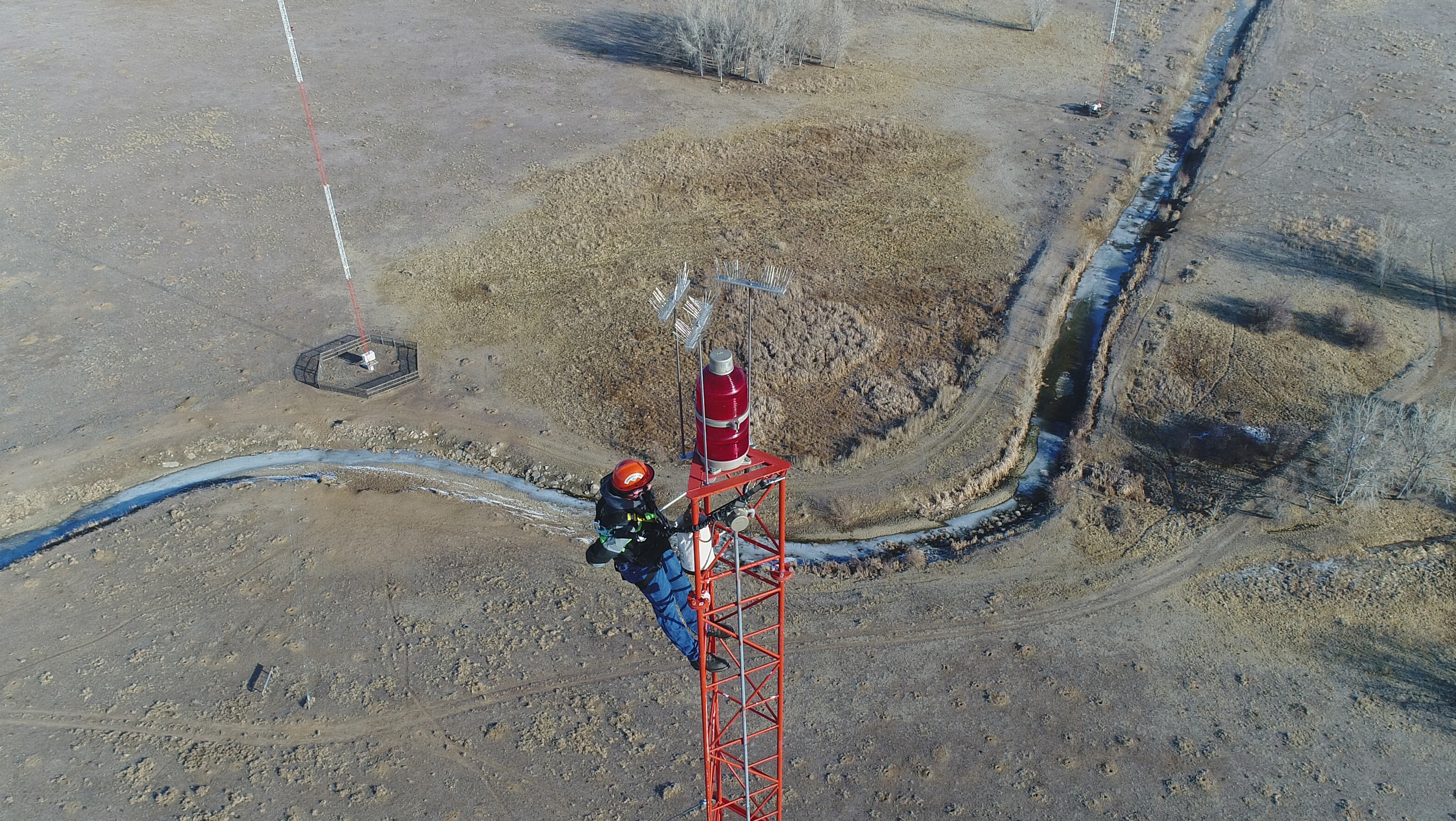 Cris Alexander of Crawford Broadcasting Co. captured this image of tower climber Derek Jackson at the top of a tower near Denver International Airport. Photo courtesy of Cris Alexander/Crawford Broadcasting Co.