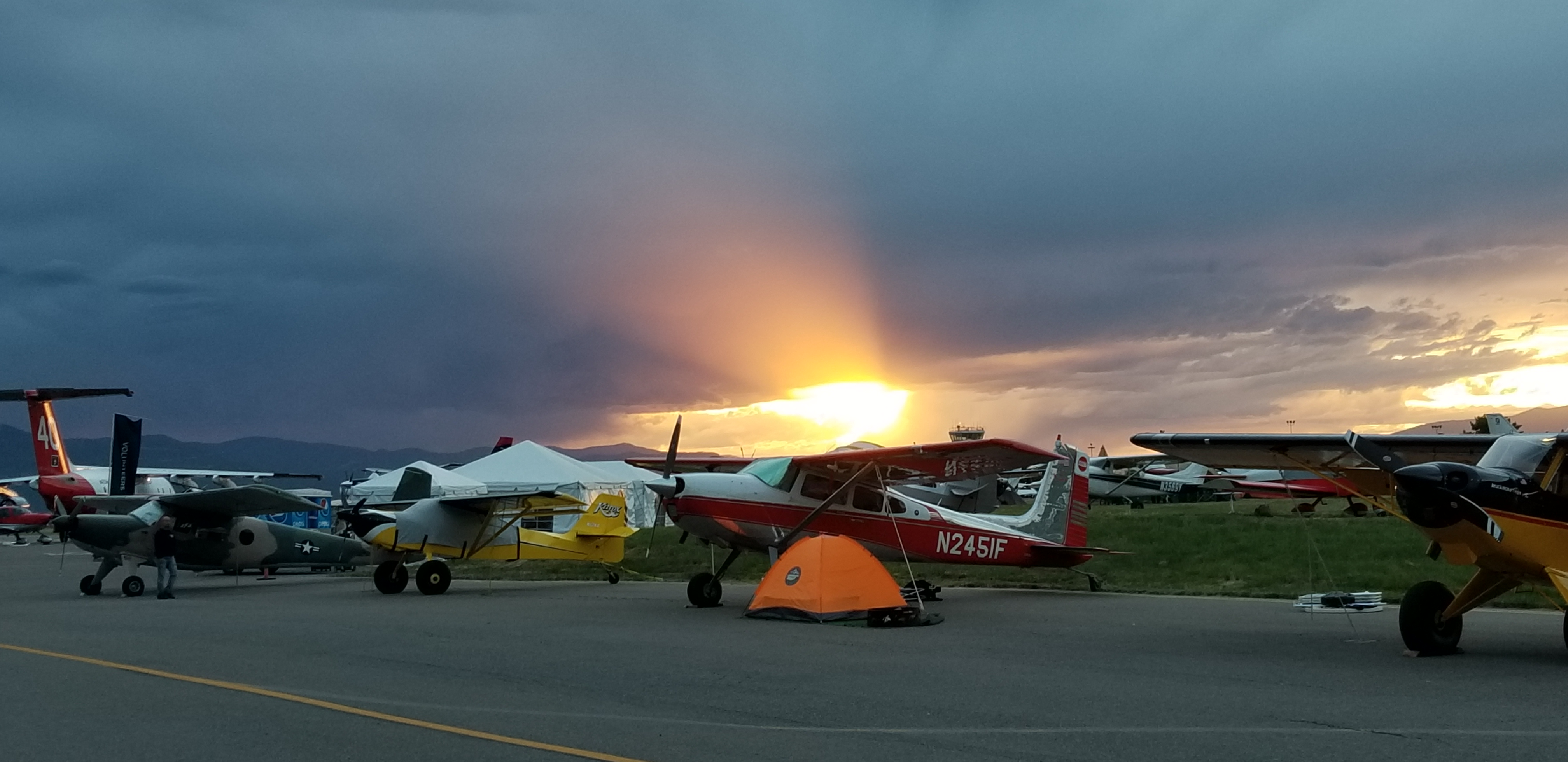 A setting sun illuminates aircraft campers during the AOPA Fly-In at Missoula International Airport, in Missoula, Montana, June 15, 2018. Photo by Carol Dodds.
