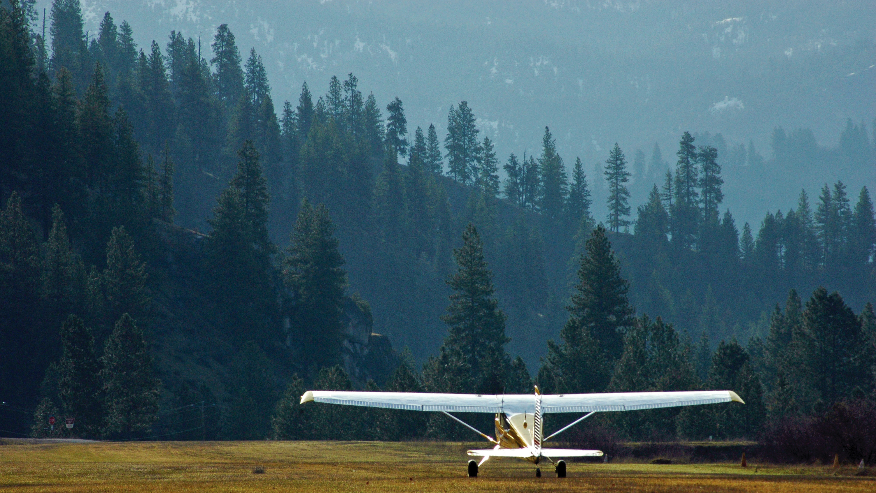 A Cessna 185 backtaxis during the annual Cessna 180/185 fly-in. Photo courtesy of Crista V. Worthy.