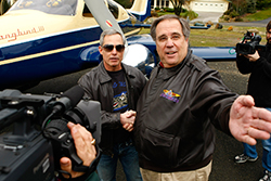 AOPA President Craig Fuller presents Michael Graves with the keys.