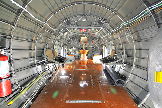 Center fuselage compartment