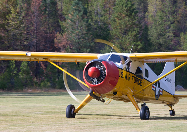 While the U.S. military has historically been among de Havilland's largest customers, the DHC-2 Beaver remains a general aviation classic. AOPA file photo.