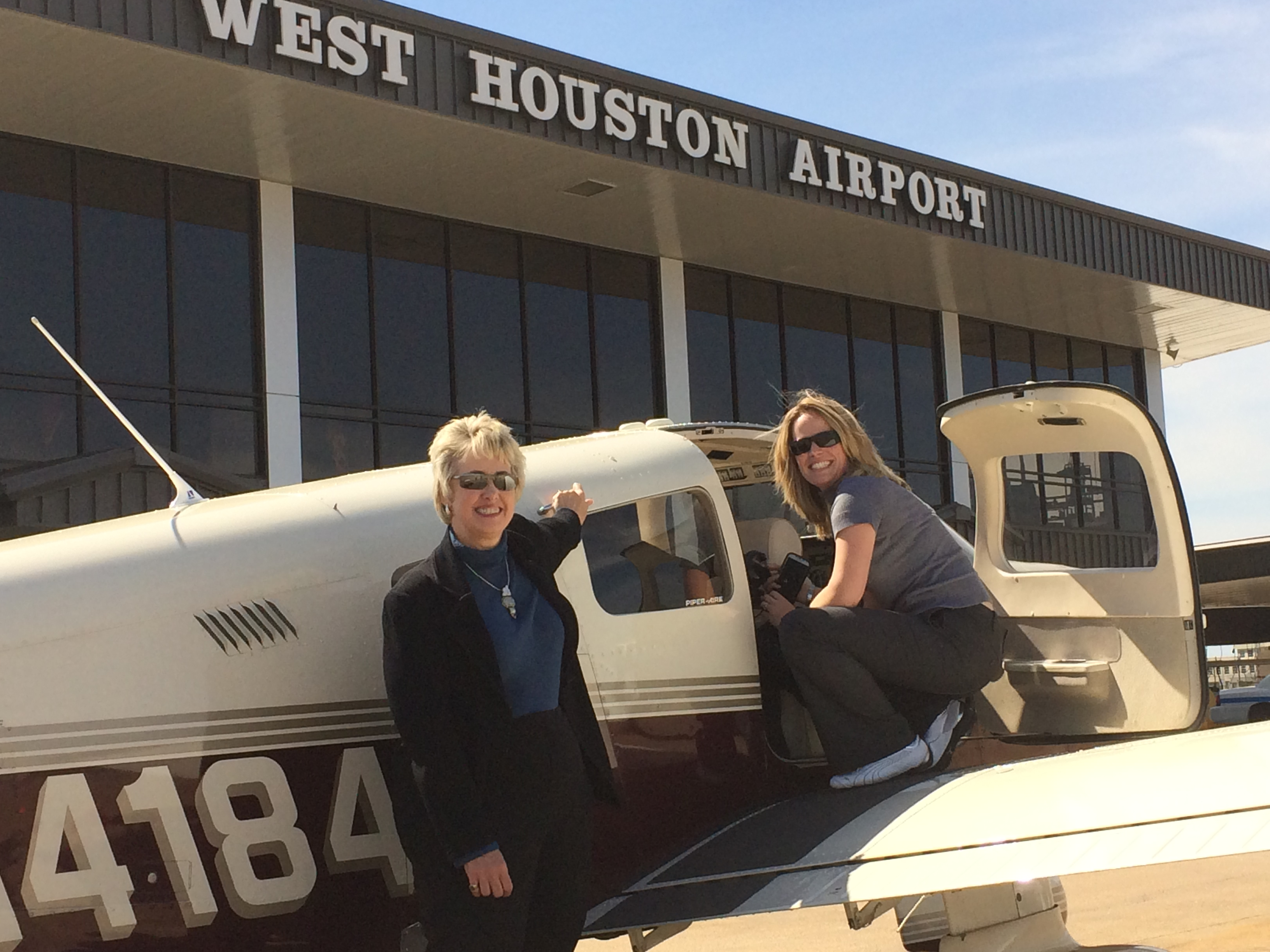 Houston Mayor Annise Parker (left) and AOPA Central Southwest Regional Manager Yasmina Platt at West Houston Airport.