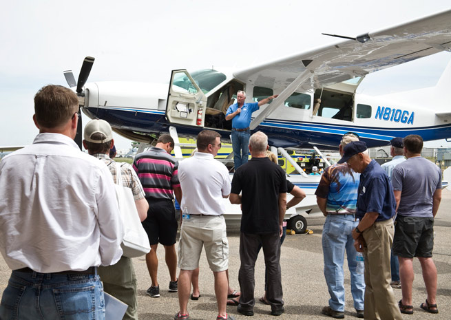 AOPA President Mark Baker conducts a Pilot Town Hall. Photo by Mike Straka.