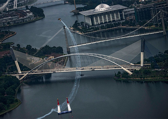 Nigel Lamb won the Red Bull Air Race World Championship event in Putrajaya, Malaysia. Photo by Joerg Mitter, courtesy of Red Bull.