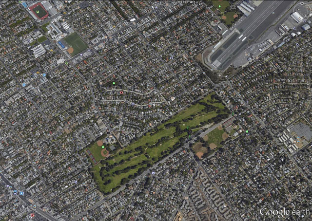 A Google Earth view of Santa Monica Municipal Airport, and the golf course to the  southwest where Harrison Ford was forced to land March 5.
