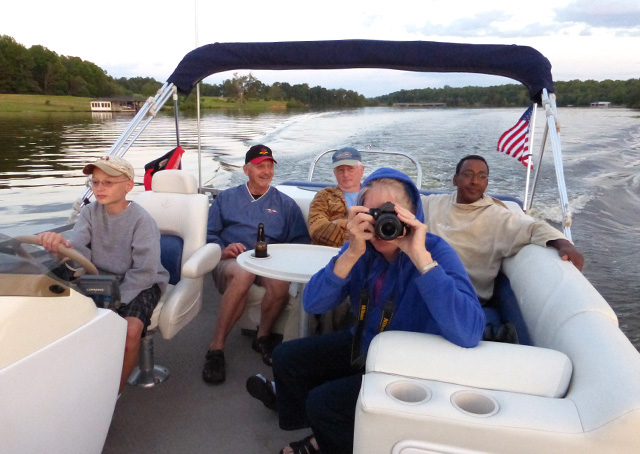 Congressional Flying Club members enjoy a boat ride at Lake Anna in Virginia during a summer fly-in. Photo courtesy of the Congressional Flying Club.
