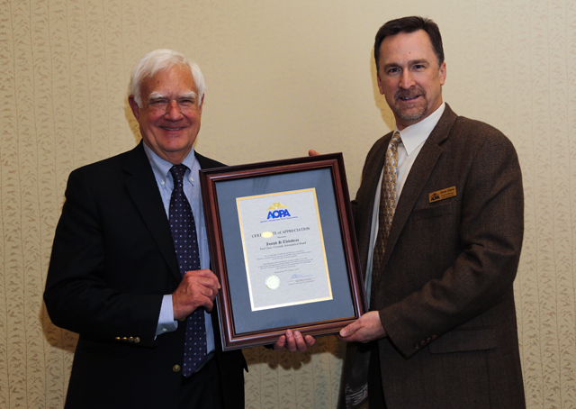 Joe Thibodeau accepts an AOPA Presidential Recognition from AOPA Regional Manager David Ulane.