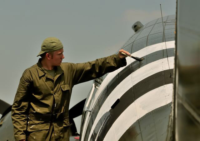 Erik Hokuf paints invasion stripes on the Texas Flying Legends C-53.