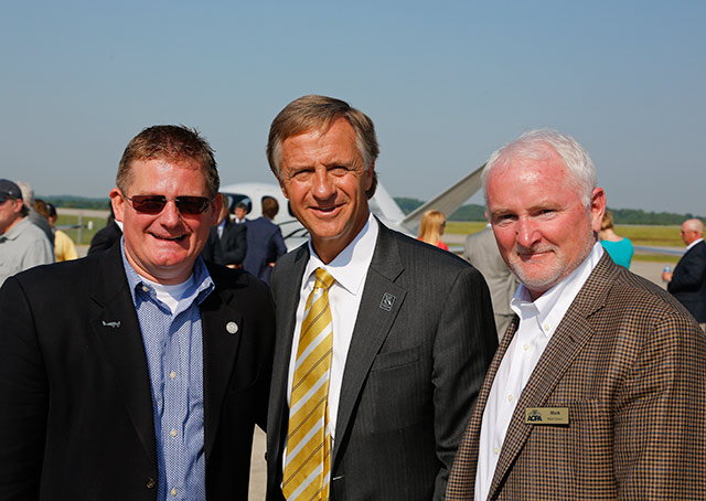 From left, Cirrus Aircraft's Todd Simmons, Tennessee Gov. Bill Haslam, and AOPA President and CEO Mark Baker.