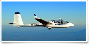 Calif. glider flying club's dues cover flight training